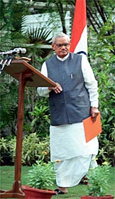 Vajpayee announcing the tests